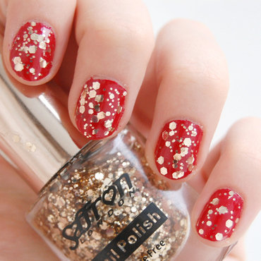 festive season nail art by Natasha