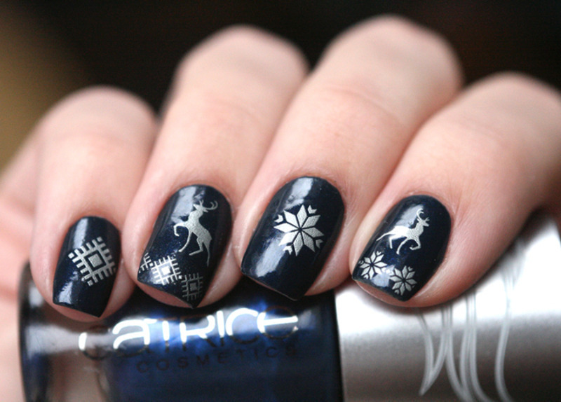 Christmas sweater nail art by Maria