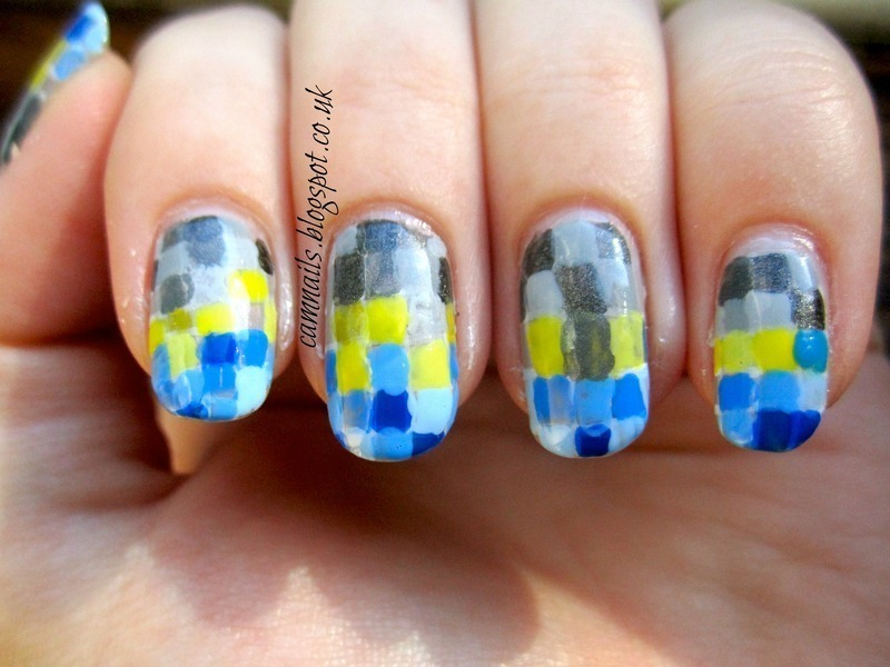 Pixellated Gradient nail art by Emma