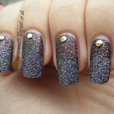 Studded Texture Gradient nail art by Emma