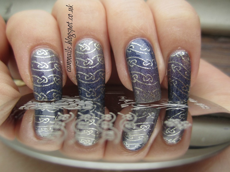 Celtic Heart Gradient nail art by Emma