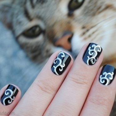 Silver Swirls nail art by nihrida