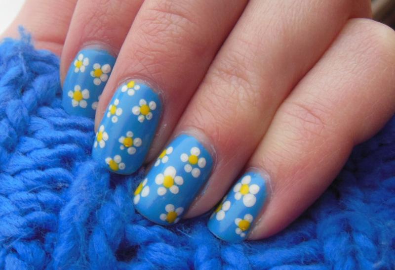 Daisies nail art by Lyndsey