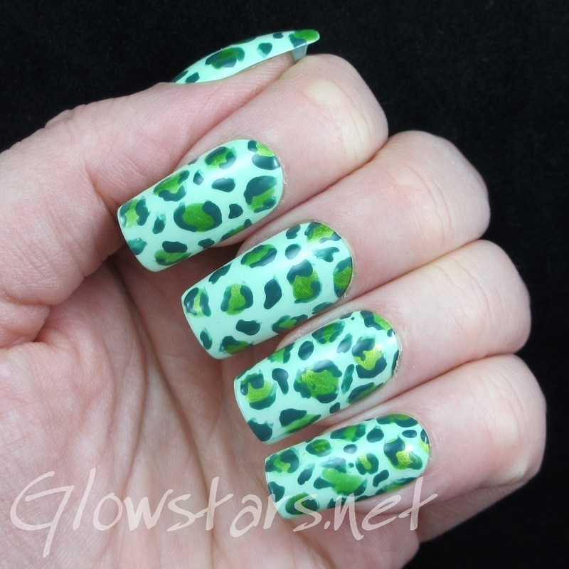 The Digit-Al Dozen Does Monochrome: Green nail art by Vic 'Glowstars' Pires