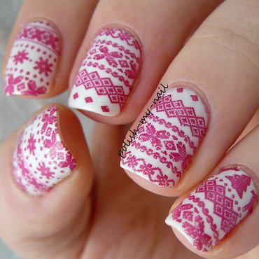 Winter sweater nail art by Ewlyn
