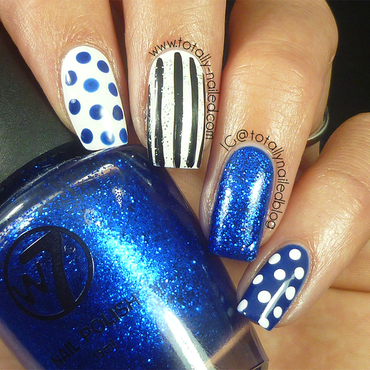 Blue and white nail art thumb370f