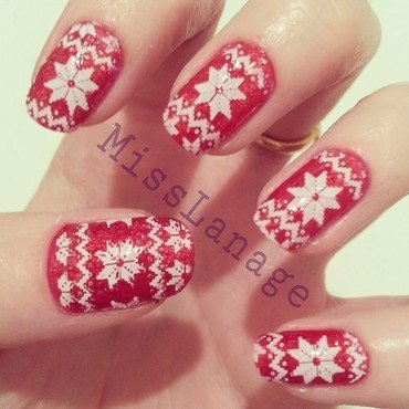 Red Sparkly Christmas Jumpers nail art by Rebecca