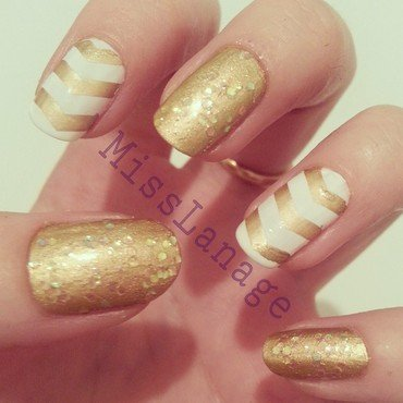 Gold Chevron Print nail art by Rebecca