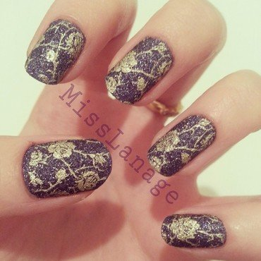 Textured Gold Floral Pattern nail art by Rebecca