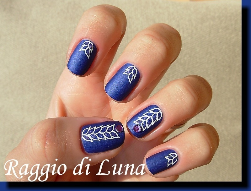 Shiny leaves on matte blue nail art by Tanja
