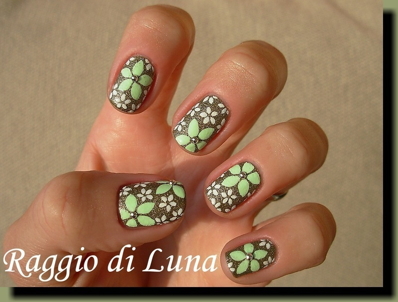 Light green & white flowers on textured green nail art by Tanja