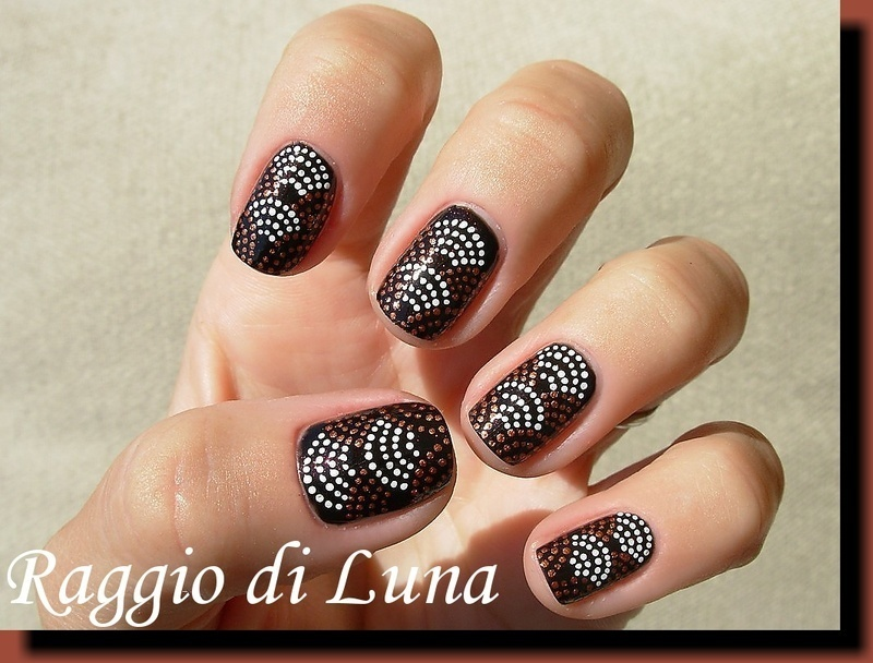 Dotted arches nail art by Tanja