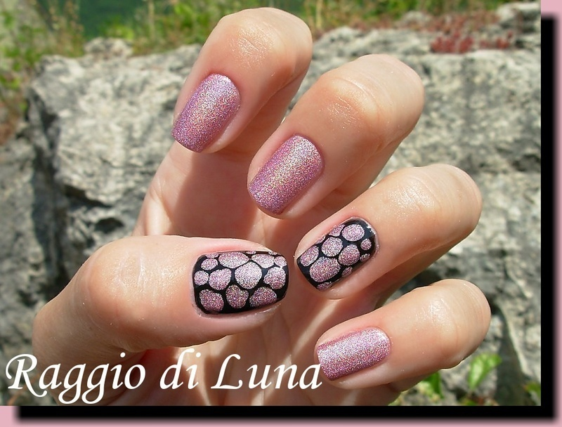Light pink holo drops on black nail art by Tanja