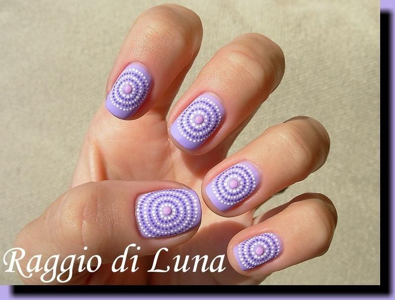 Concentric dot circles nail art by Tanja