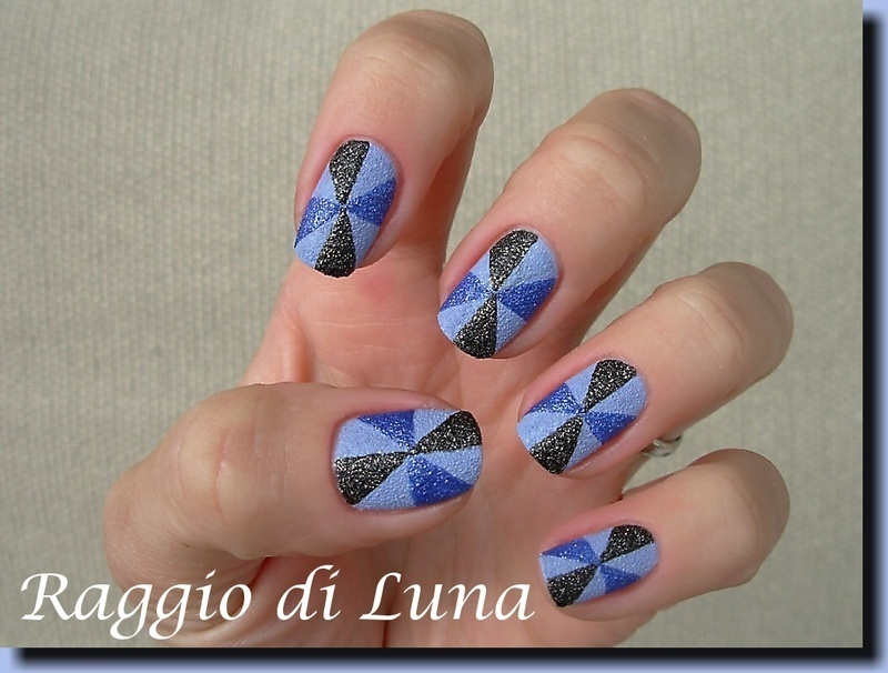 Textured blue and black pinwheel nail art by Tanja