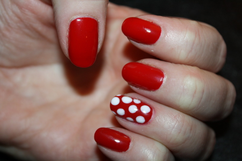 Minnie Mouse Manicure nail art by Laurelle Alexandra