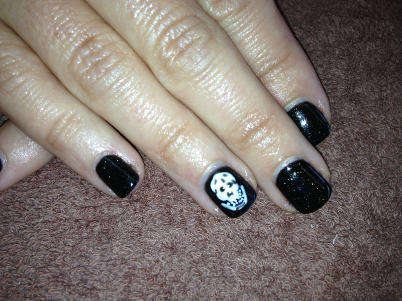 Skull Manicure  nail art by Laurelle Alexandra