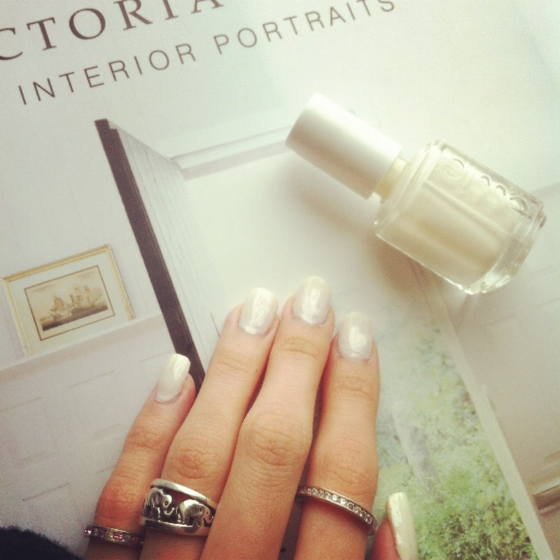 Pure White nail art by Tippy Hung