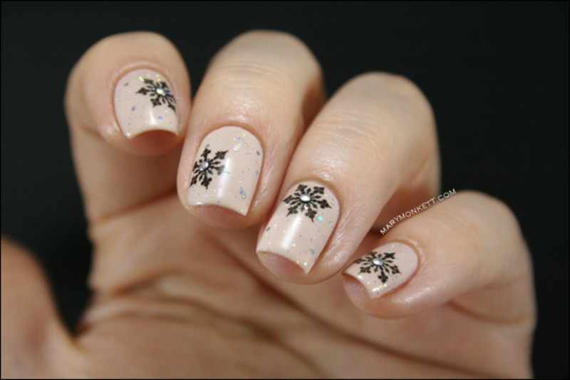 Flocons et mariage parfait nail art by Mary Monkett