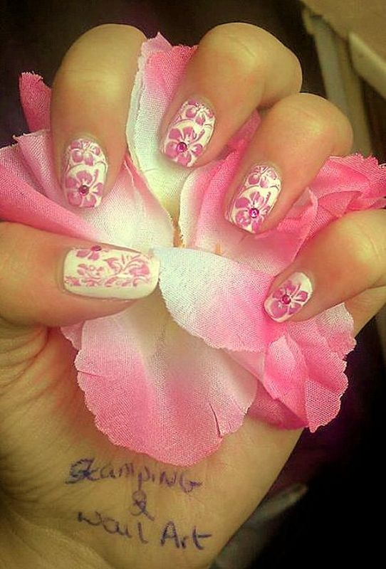 Flower Contest nail art by Maeva Lukec
