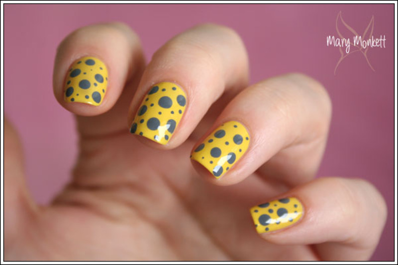 Pois jaune et gris nail art by Mary Monkett