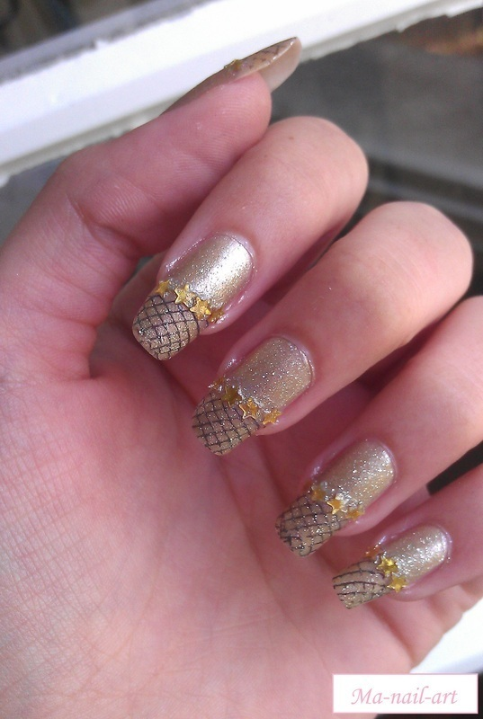 Stars & stripes nail art by Maeva Lukec