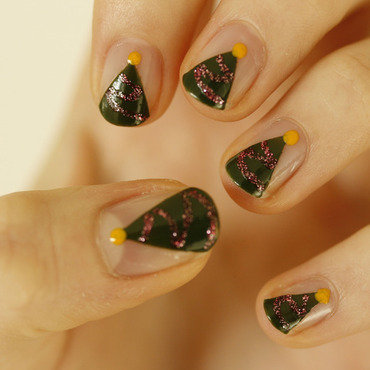 Christmas tree nail art by NerdyFleurty