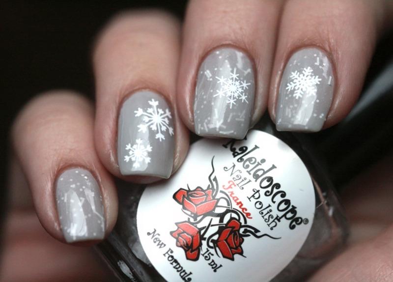 Snowstorm nail art by Maria