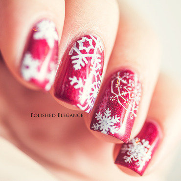 Red Snowflakes nail art by Lisa