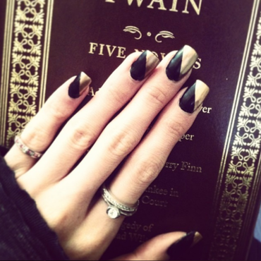 Mark Twain Black & Gold nail art by Tippy Hung