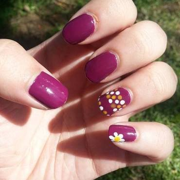 Dots and Daisy nail art by Nikita Natali