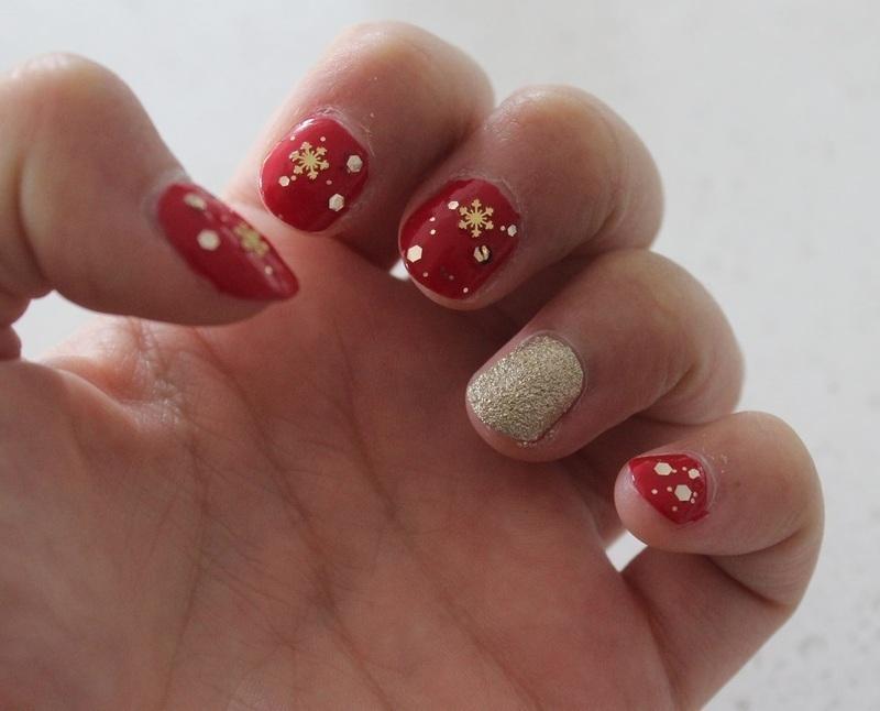 Snowflakes for Christmas nail art by Nikita Natali