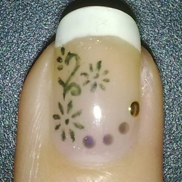 Subtle Flowers nail art by Lara