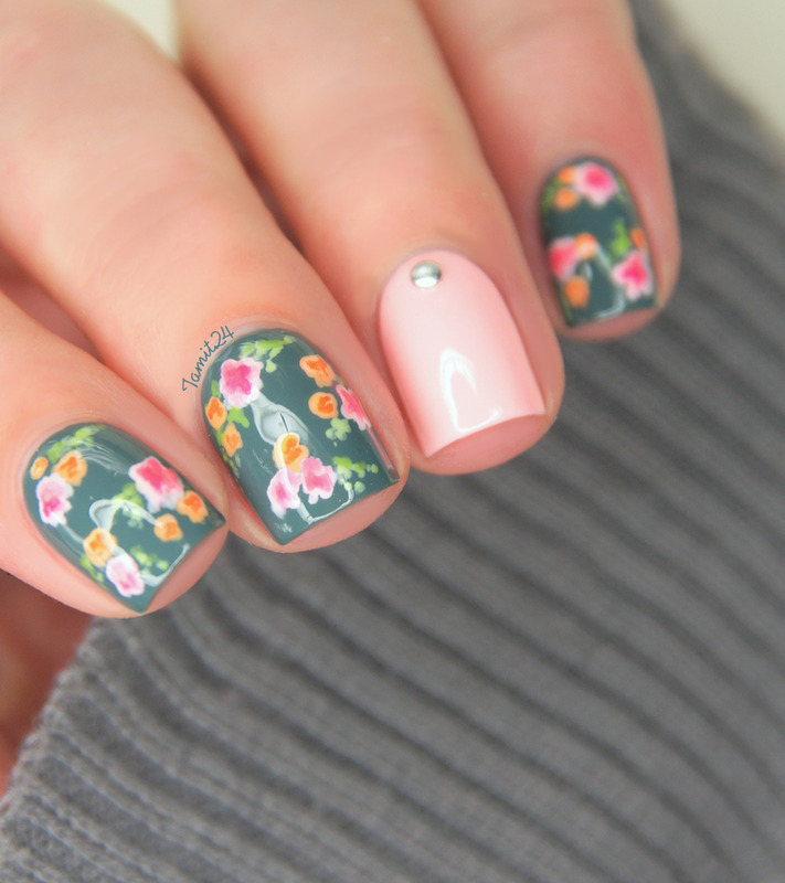 Vintage flower nails nail art by Paulina