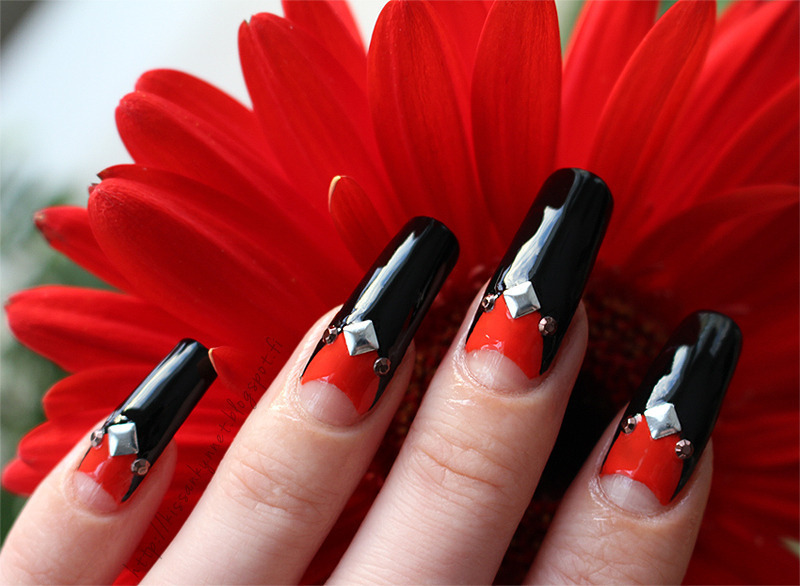 Double half-moon manicure nail art by Yue