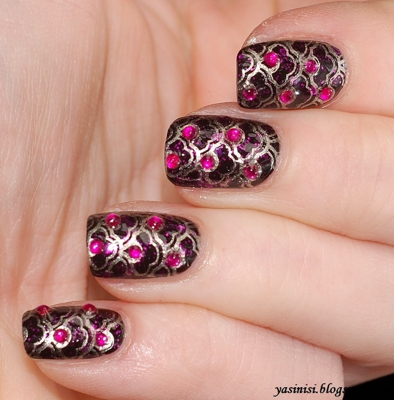 Pueen15 and rhinestones  nail art by Yasinisi
