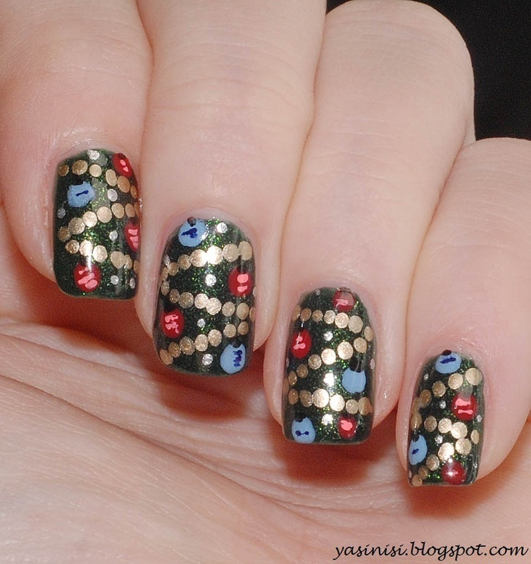 Christmas tree nail art by Yasinisi
