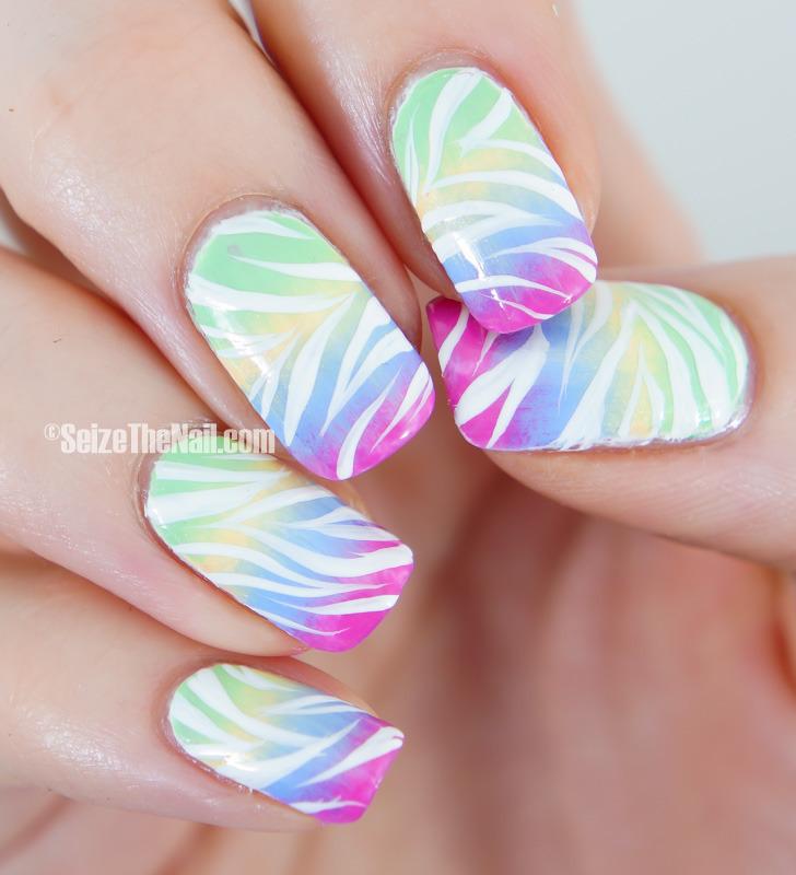 Gradient and stripes nail art by Bella Seizethenail