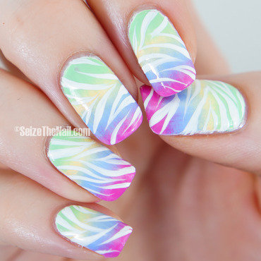 Gradient and stripes nail art by Bella Seizethenail