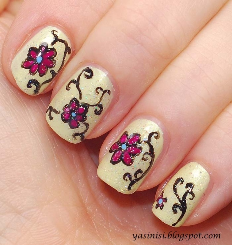 Flowers nail art by Yasinisi