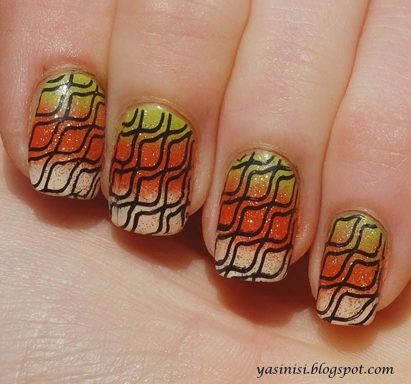 gradient nail art by Yasinisi