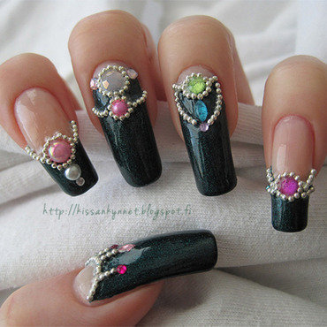 Jewellery nail art by Yue