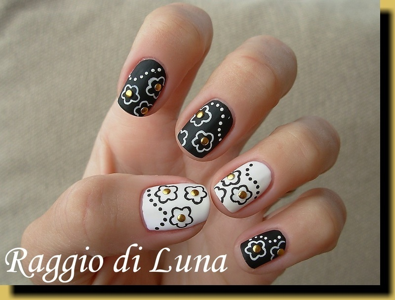 Black & white flowers nail art by Tanja