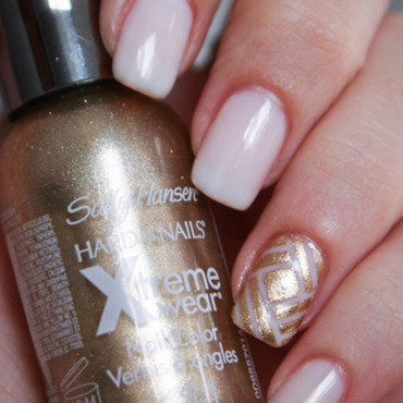 Golden accent - Stripping tape nail art by Cajon de los esmaltes