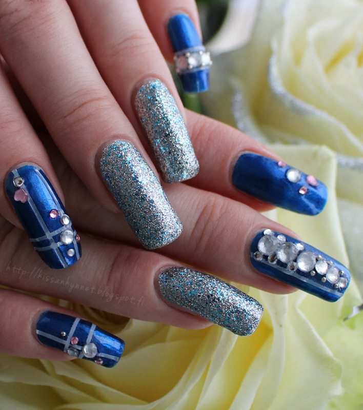 Finland nail art by Yue