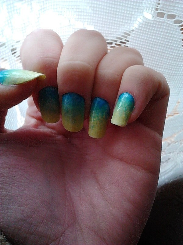 yellow-blue ombre nail art by DesperateCry