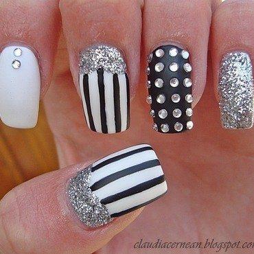 Lines Nails nail art by Claudia