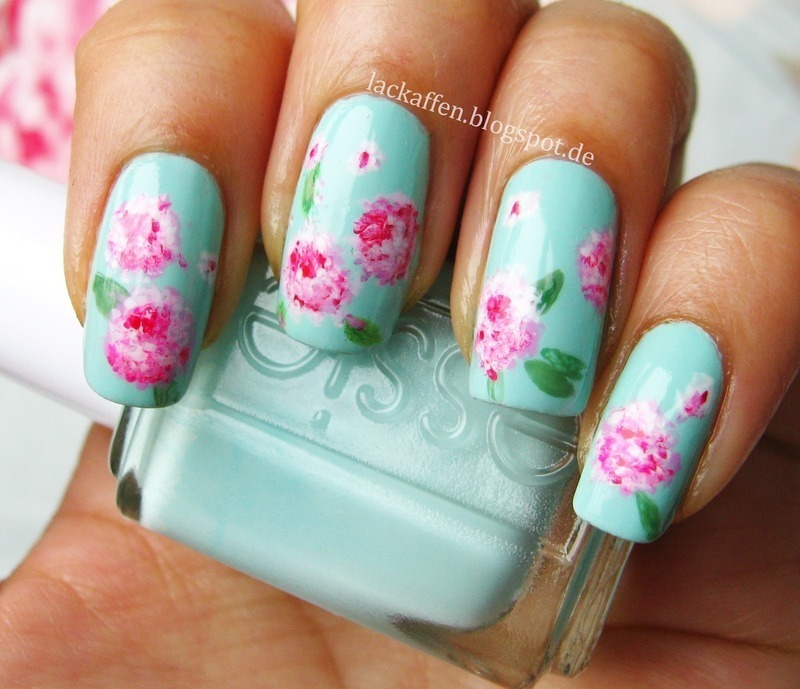Vintage Flower Nail Art nail art by Tartelette
