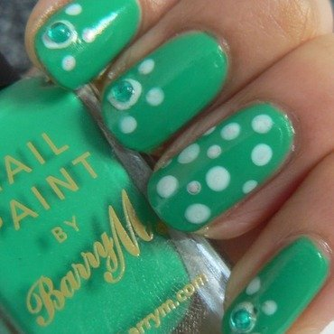 White & Green Polka Dots nail art by Aysha Baig