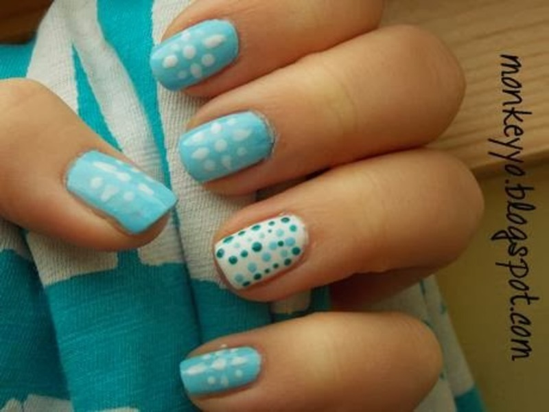 Blue dots nail art by Paulina